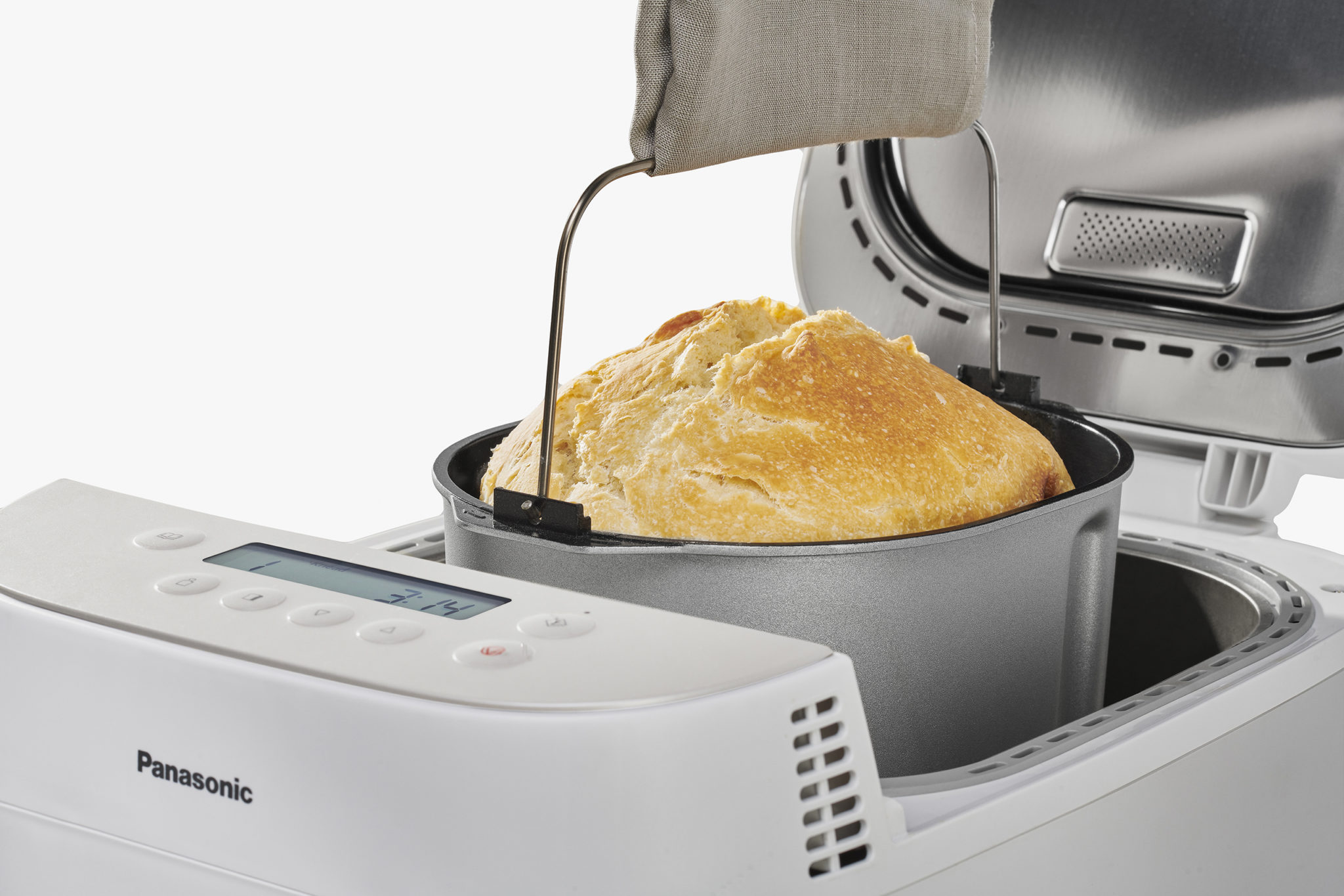 Vyberanie hotového chleba z pekárničky