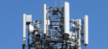 5GEE veža s anténami od Huawei vo Veľkej Británii