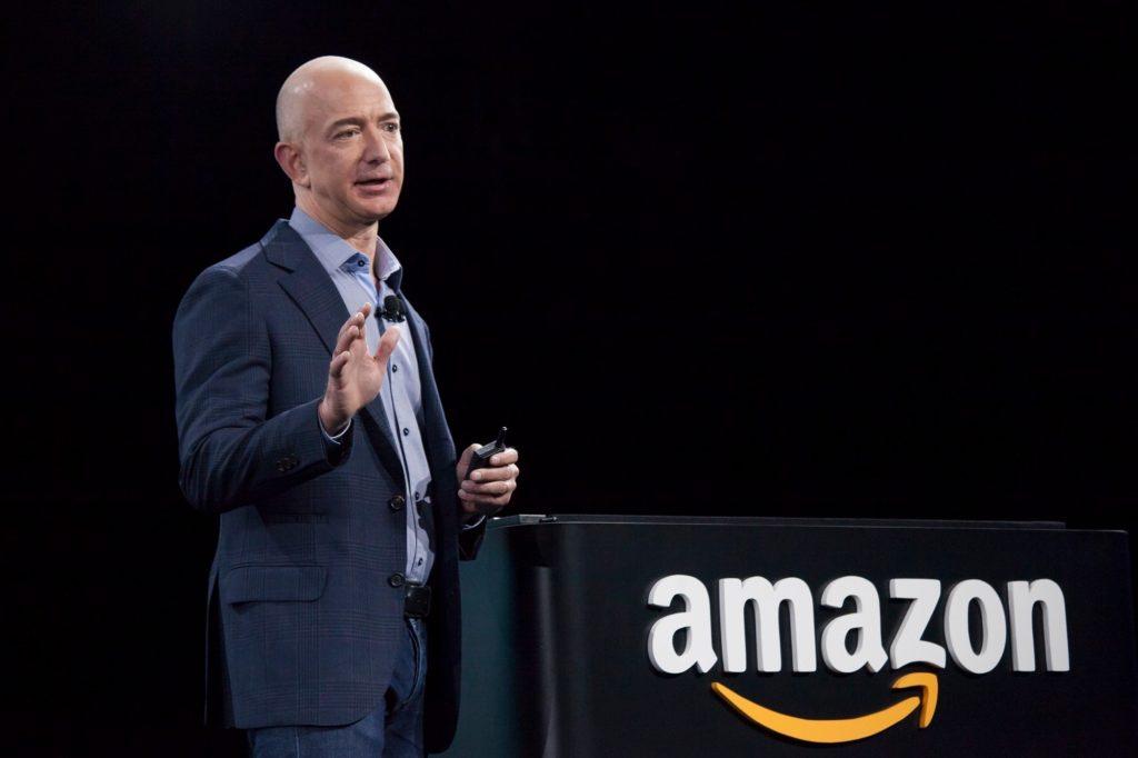 Amazon má na čele s Jeffom Bezosom našliapnuté k totálne e-shopovej dominancii v rámci USA