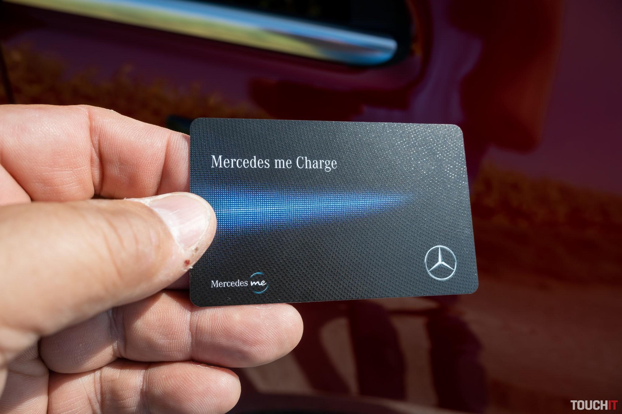 Kartu Mercedes me Charge stačí len priložiť k nabíjačke. Všetko ostatné je automatické
