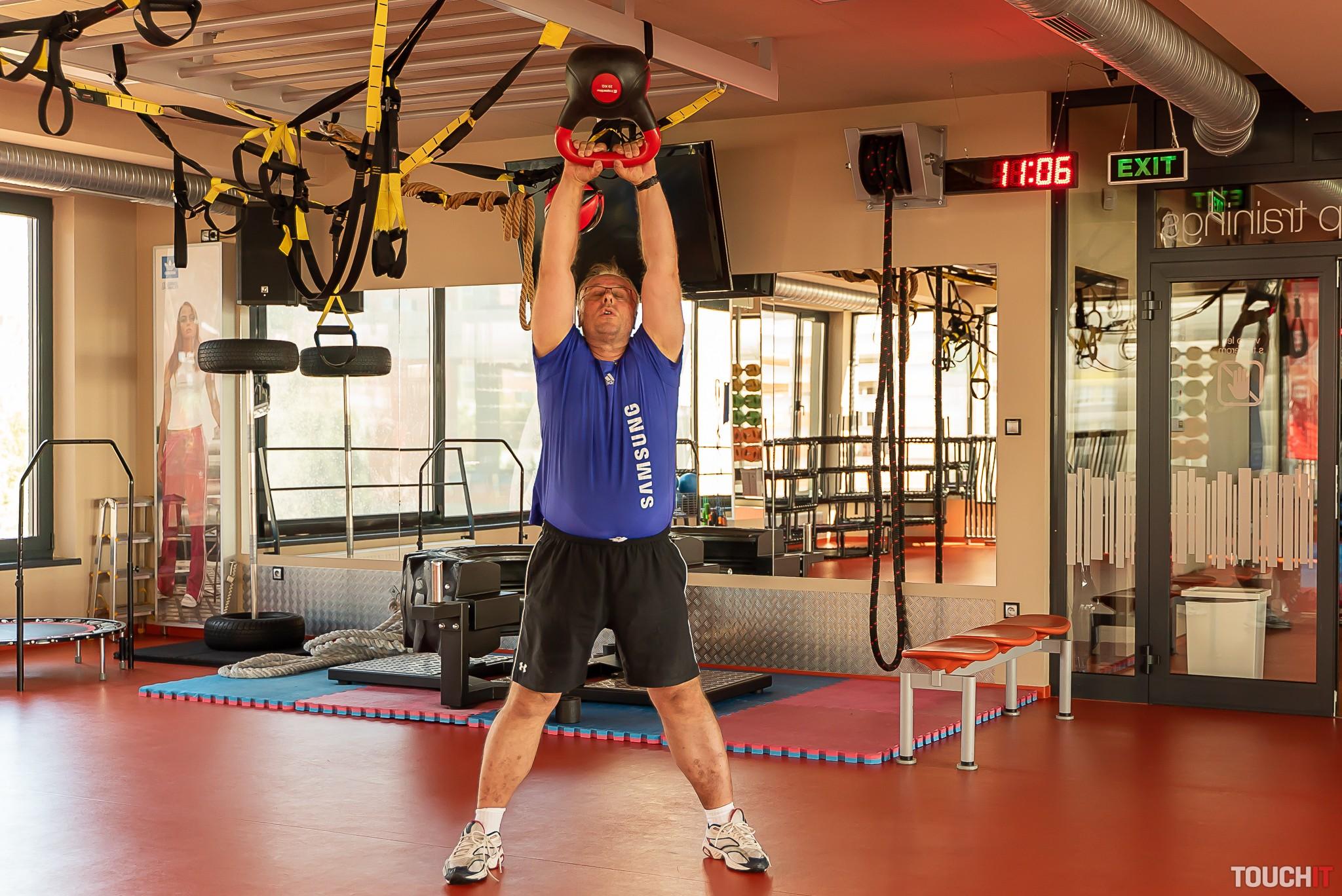 Kettlebell tak okolo 25 kg preverí aj zadné svaly na stehnách