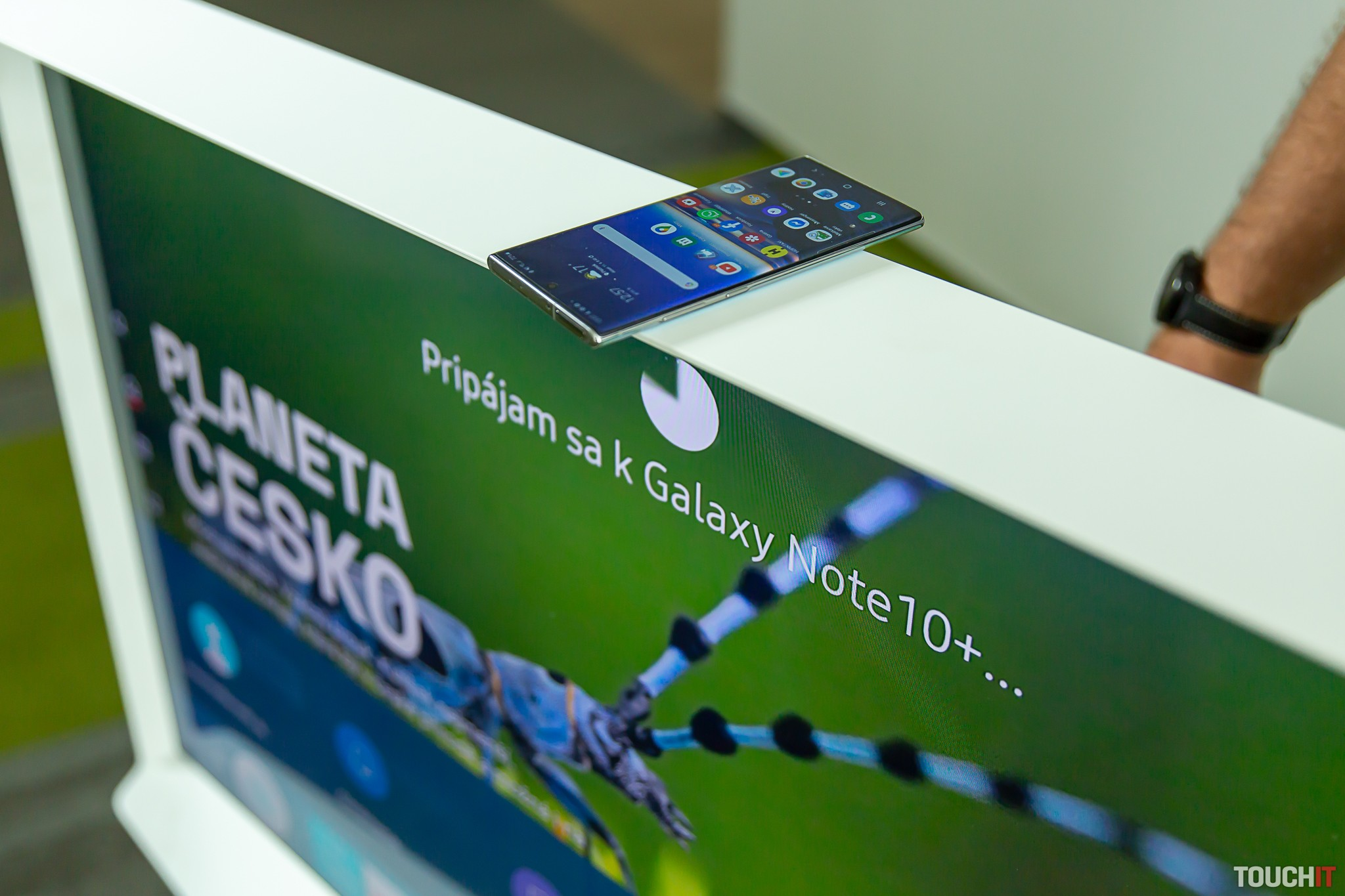 Automatické nadviazanie spojenia medzi smartfónom a televízorom
