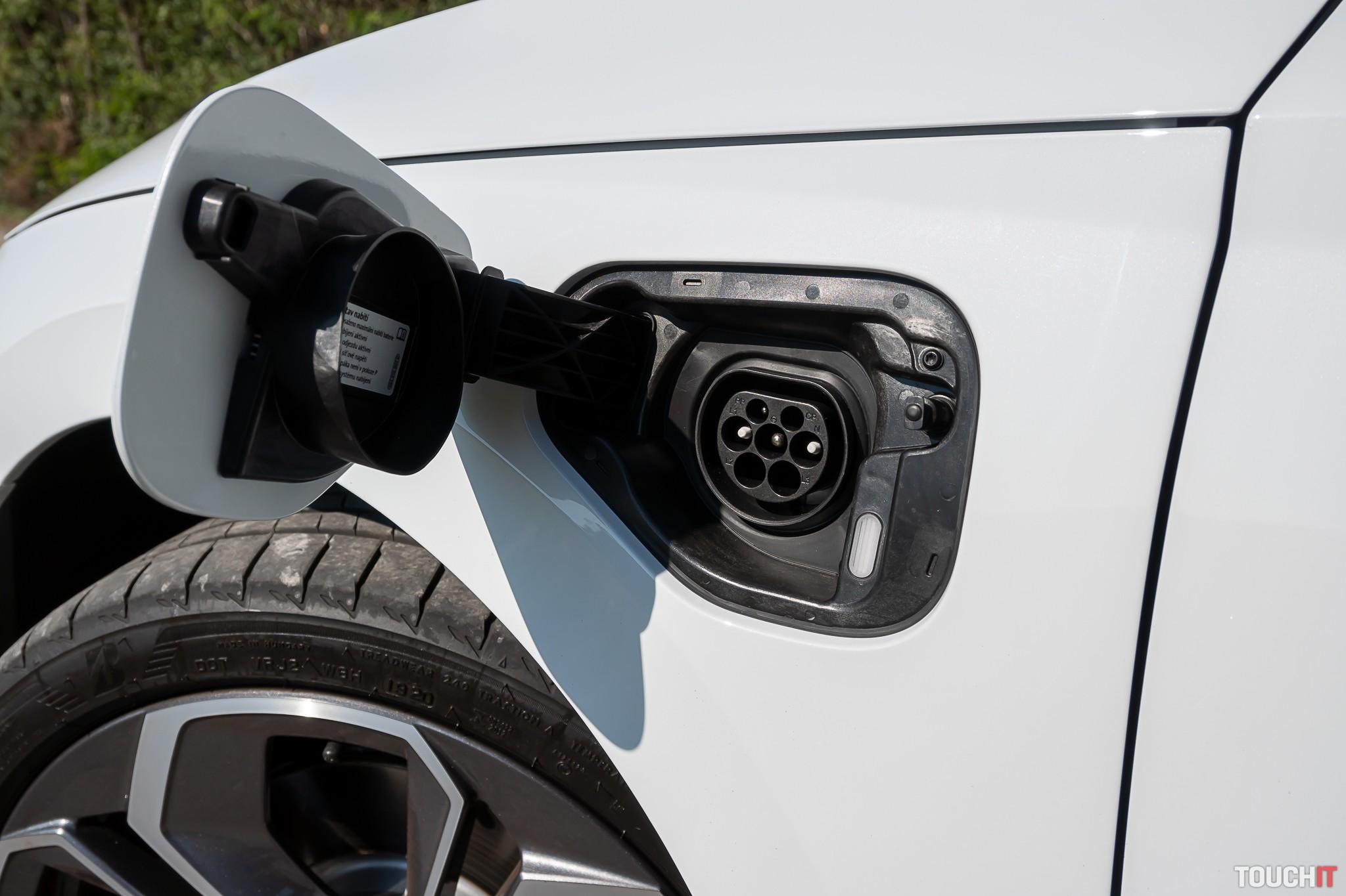Škoda OCTAVIA IV Combi zásuvka na nabíjanie batérie