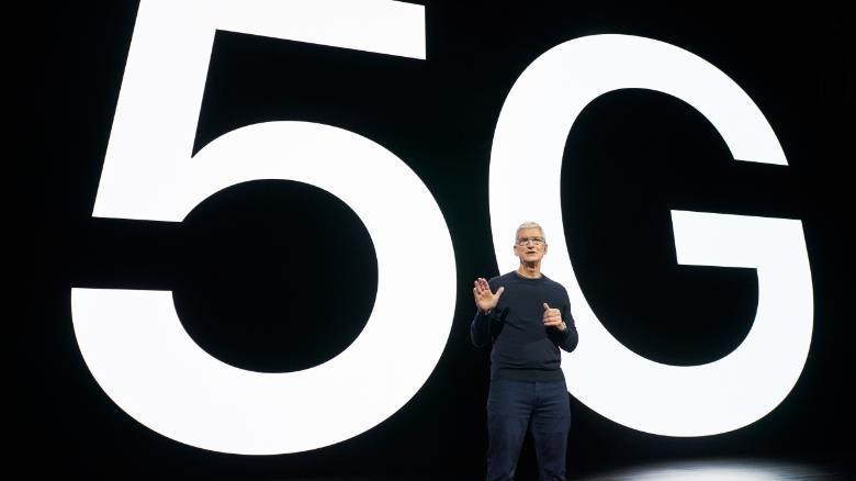 Tim Cook, šéf Apple pri predstavení nového iPhone 12