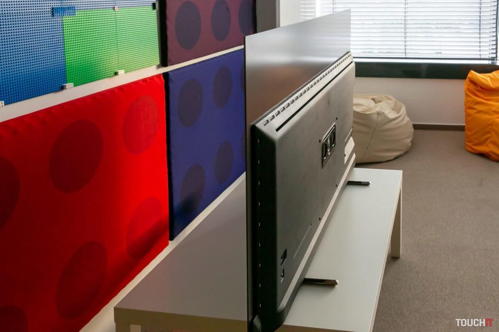 Reproduktory v zadnej často Philips OLED+805