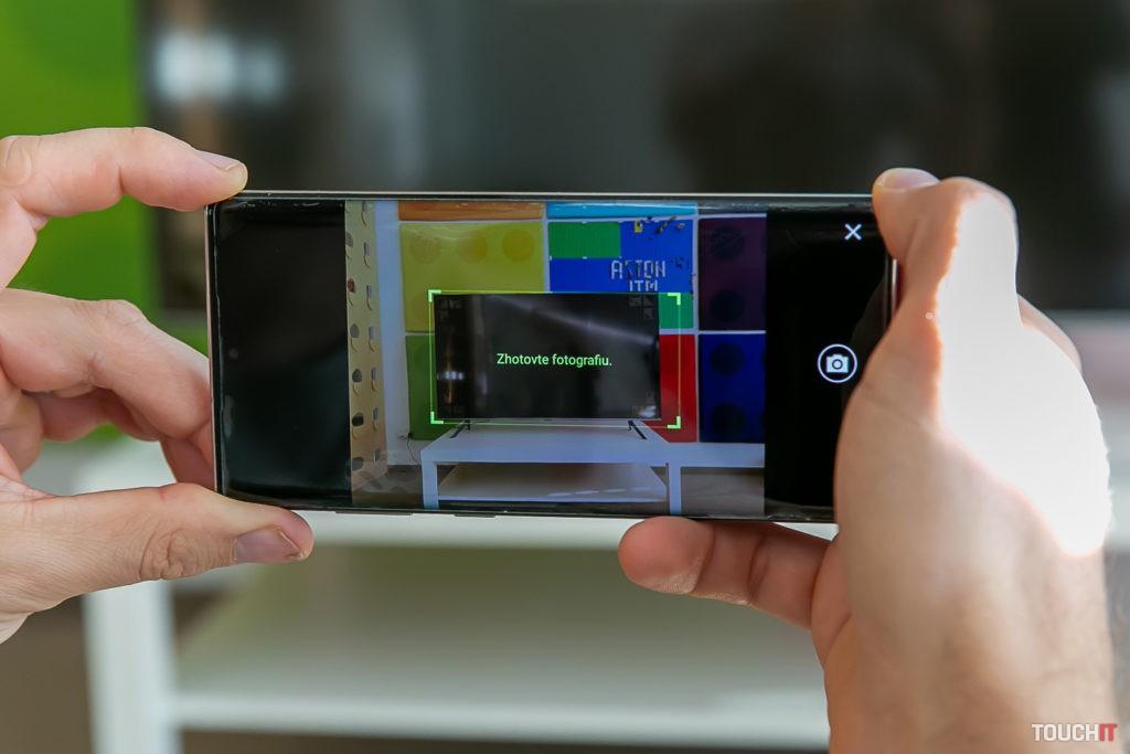 Fotenie pozadia pre Ambilight na Samsung QE55Q67TA