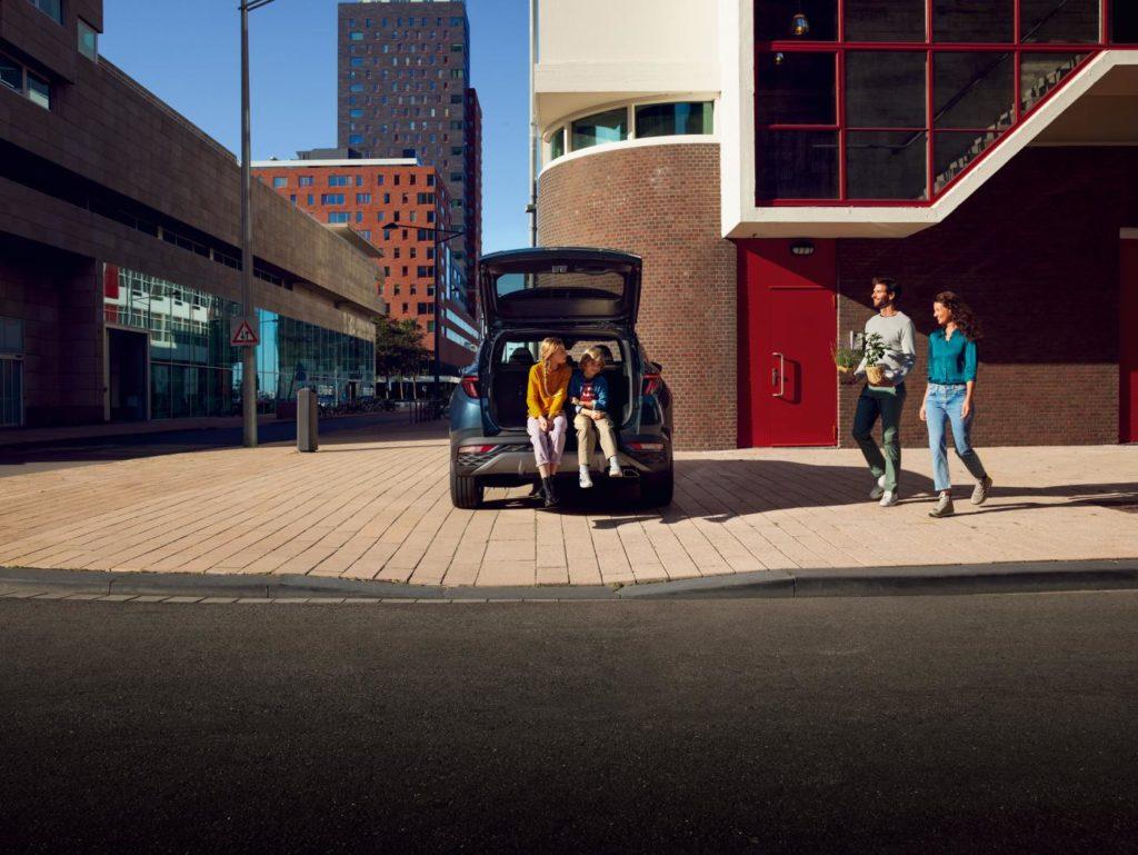 Nový Tucson ohúri aj zväčšeným batožinovým priestorom, do ktorého sa teraz zmestí až 620 litrov a po sklopení operadiel zadných sedadiel až 1 799 litrov.