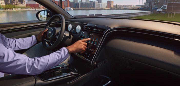 Prepojte svoj telefón s 8-palcovou stredovou obrazovkou pomocou rozhraní Apple CarPlay či Android Auto.