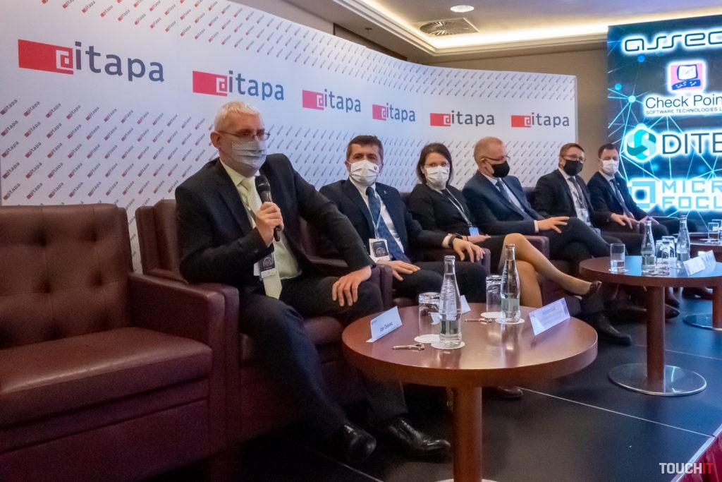 V diskusnom paneli sa o peniazoch z Bruselu hovorili pomerne otvorene