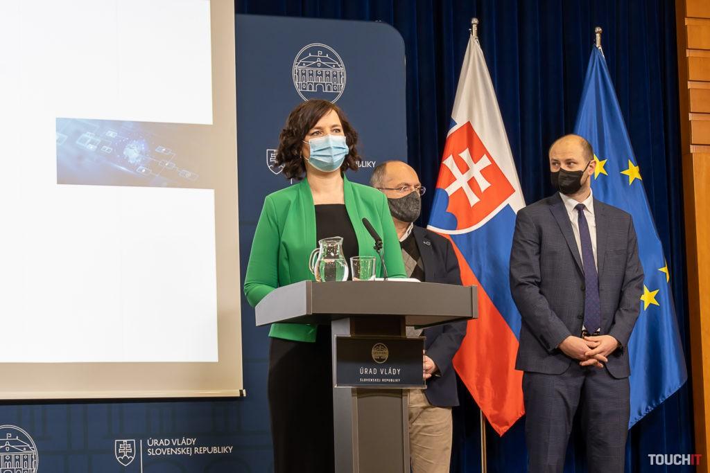 Ministerka Veronika Remišová pri vyhlásení stratégie pre Digitálne Slovensko