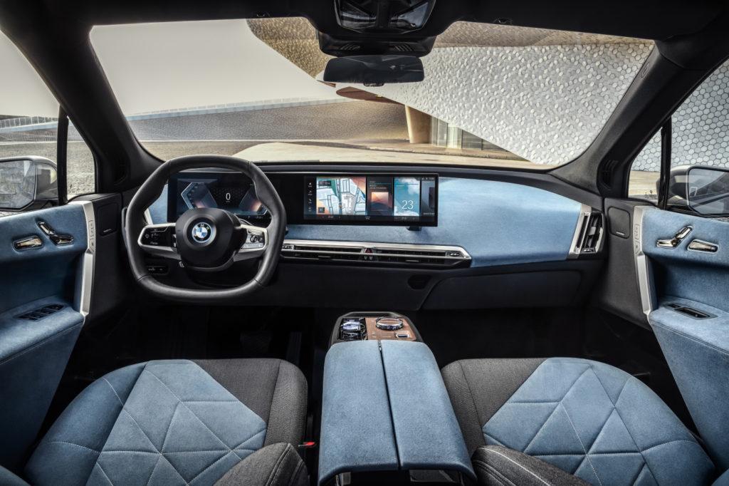 Vo vnútri BMW IX