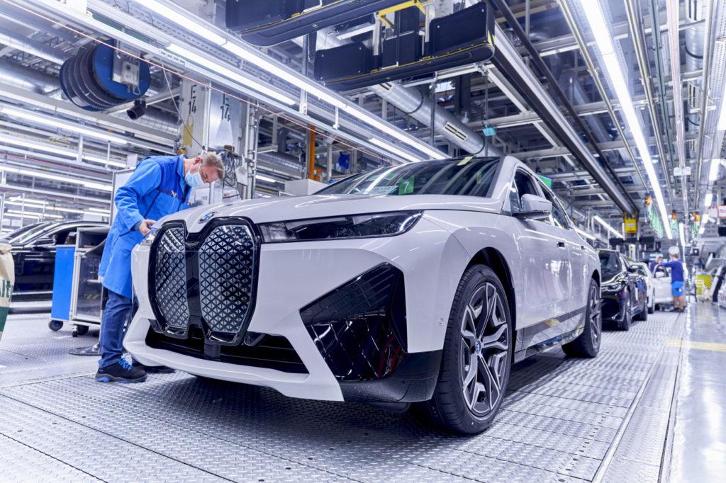 Vo výrobnej dielni nového BMW iX