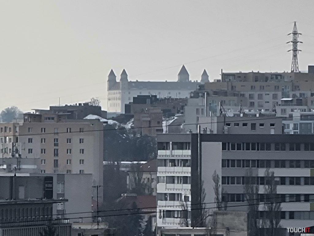 Bratislavský hrad fotený pri 30× priblížení pomocou Galaxy S21 ULTRA