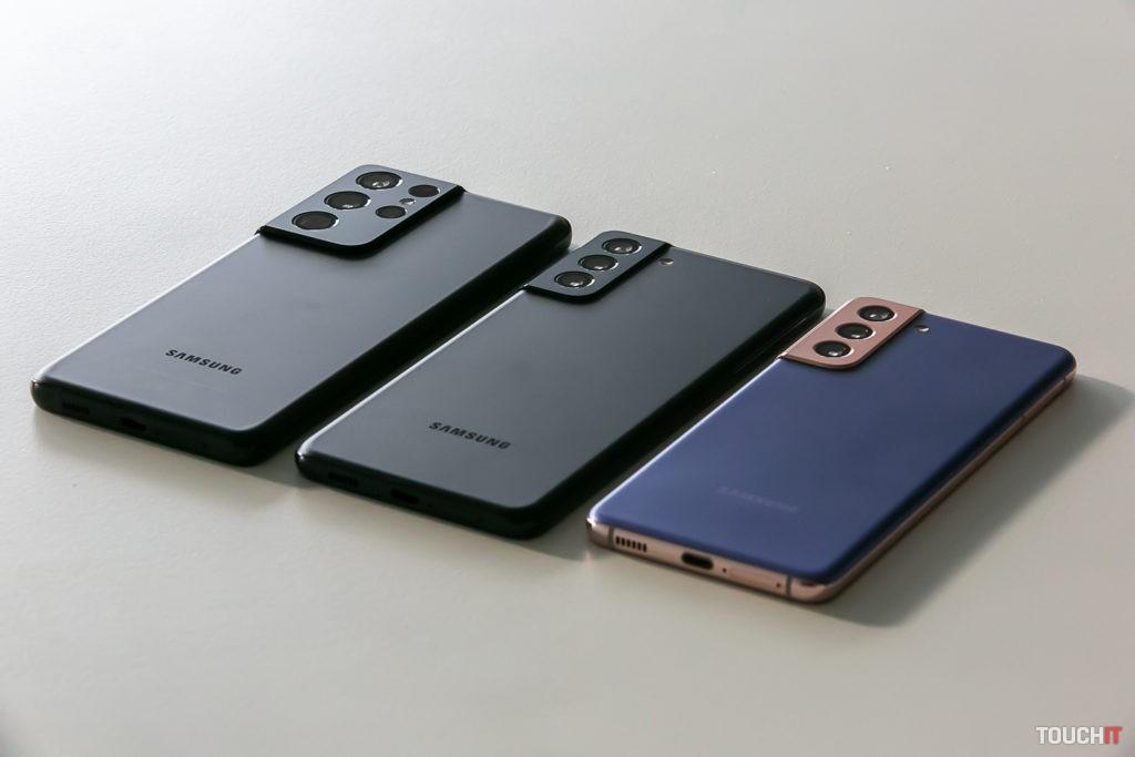 Zľava doprava: Galaxy S21 ULTRA, S21+ a S21