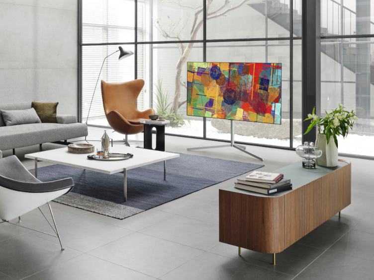 LG OLED evo na špeciálnom umeleckom podstavci