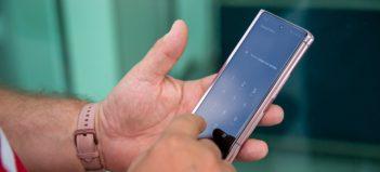 Samsung Galaxy ZFold2 5G vzloženom stave telefónu