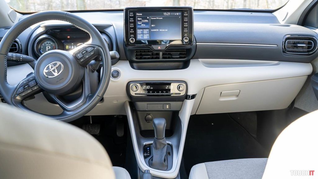 Predný panel na Toyota Yaris 1.5 Dynamic Force 125k, Zdroj: Ondrej Macko/TOCHIT.sk