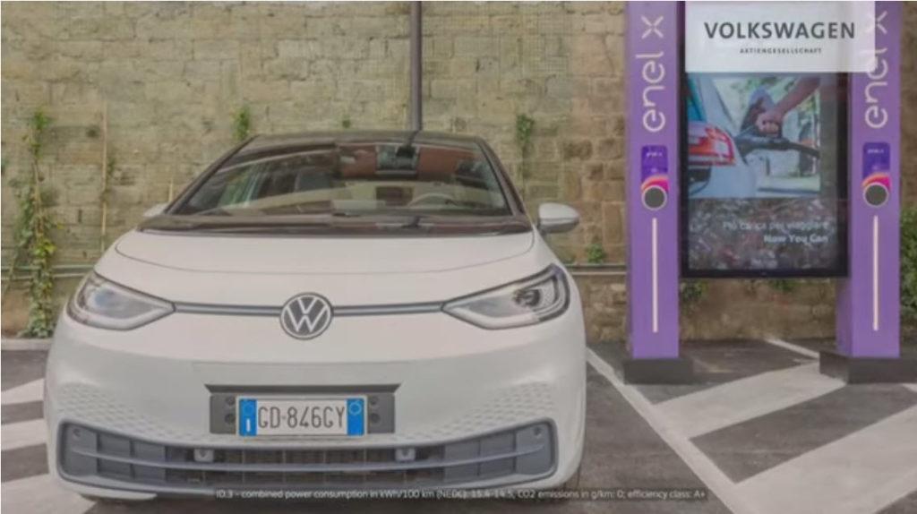 Nabíjanie elektromobilu z obojsmerných nabíjačiek. Zdroj: Volkswagen