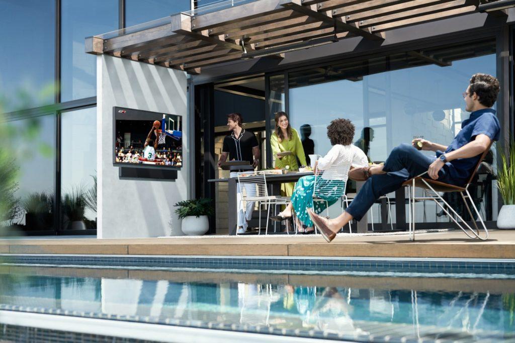 Televízor Teh Terrace do vonkajšieho prostredia, Zdroj: Samsung