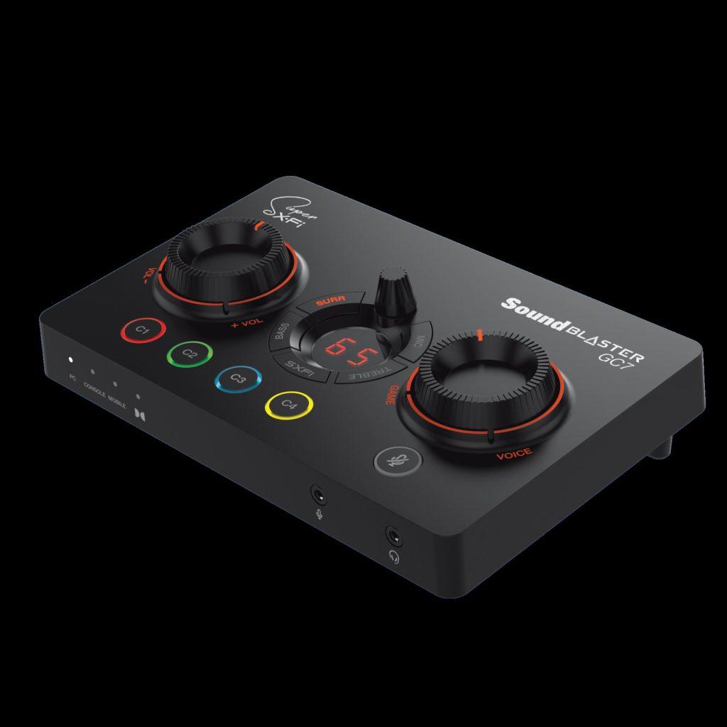 Sound Blaster GC7 ponúka väčšie pohodlie a kontrolu nad hrou pomocou intuitívneho ovládania jednou rukou a plne prispôsobiteľných tlačidiel.