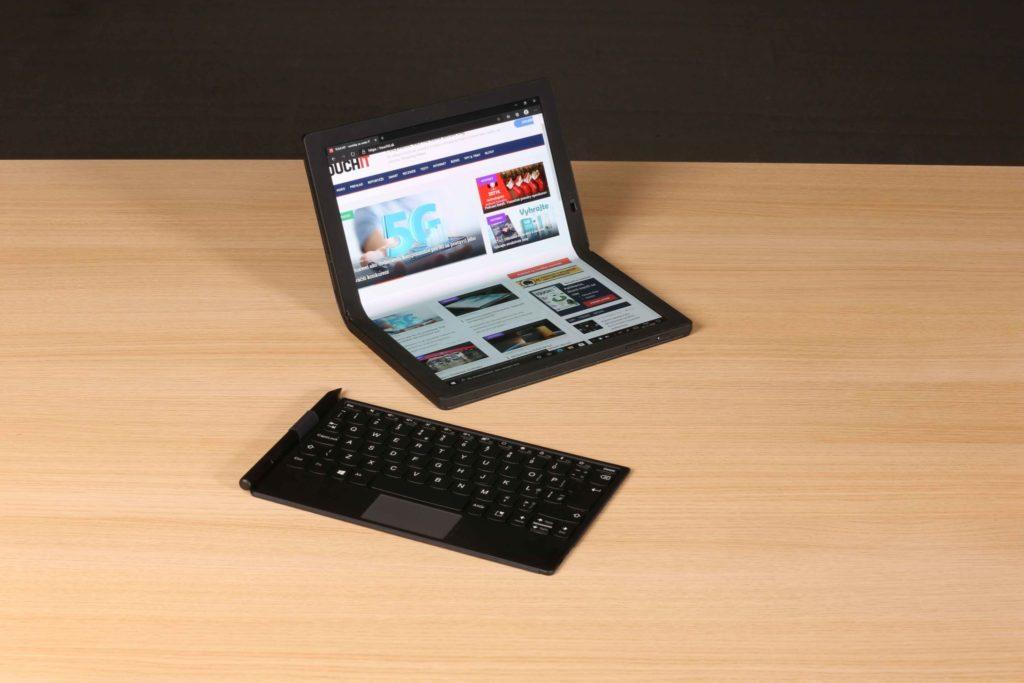 Lenovo ThinkPad X1 Fold sme si vyskúšali priamo v redakcii a je to notebook, ktorý sa dá naozaj používať