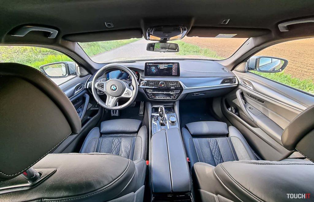Interiér BMW 545e