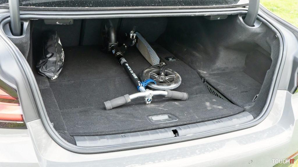 Batožinový priestor v BMW 545e xDrive