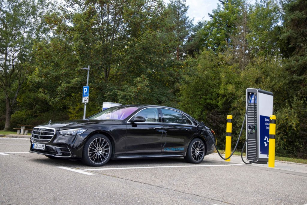Luxusná hybridná limizína Mercedes-Benz Trieda Sukazuje budúci vývoj