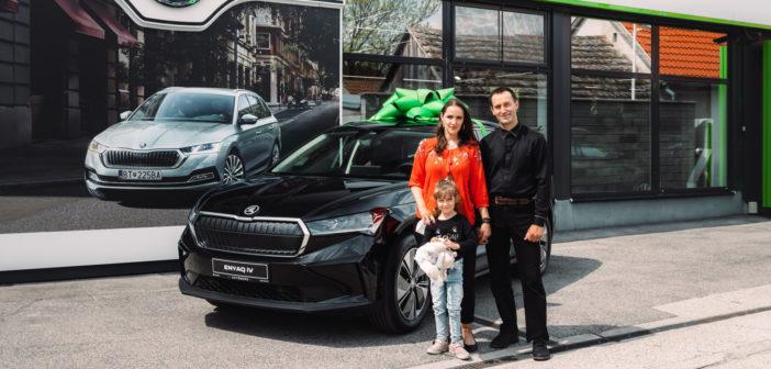 Škoda ENYAQ už má na Slovensku prvého majiteľa. Tieto autá už budeme vidieť na našich cestách (VIDEO TOUCHIT)