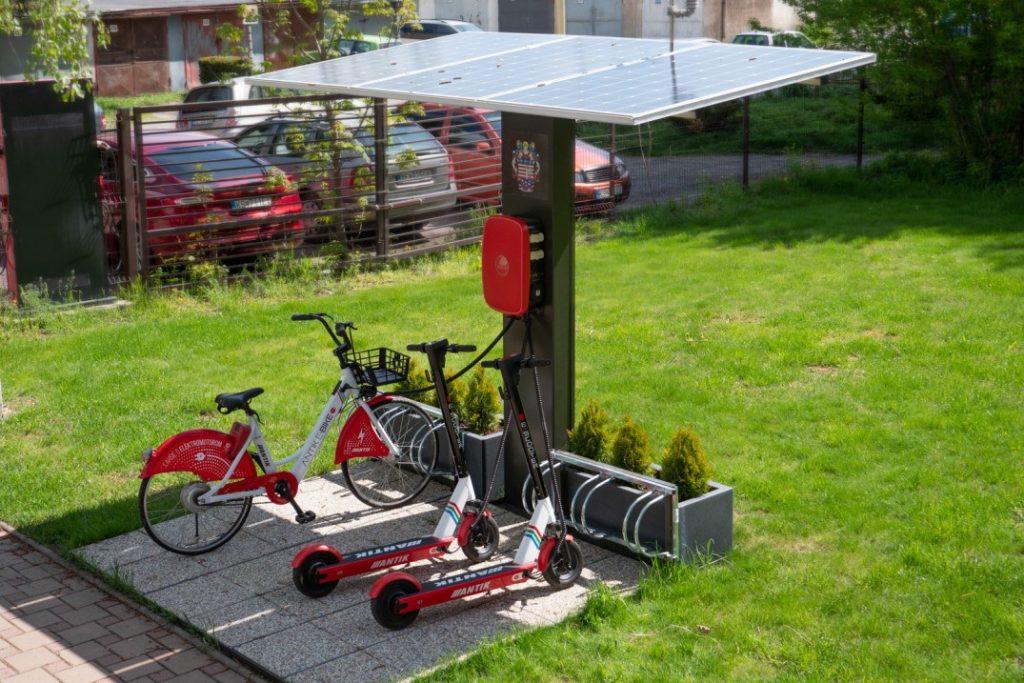 Solárna nabíjačka pribudne tento rok vo viacerých mestách na Slovensku.