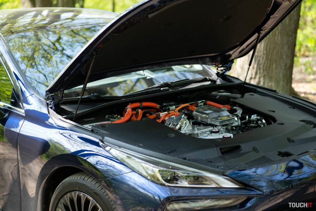 Palivový článok vyrába energiu a je v časti, kde býva obyčajne umiestnený motor. Zdroj: Ondrej Macko/TOUCHIT.sk
