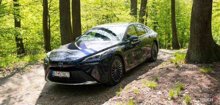 Vyskúšali sme budúcnosť: Nová Toyota Mirai s vodíkovým pohonom funguje aj ako čistička vzduchu (VIDEO TOUCHIT)