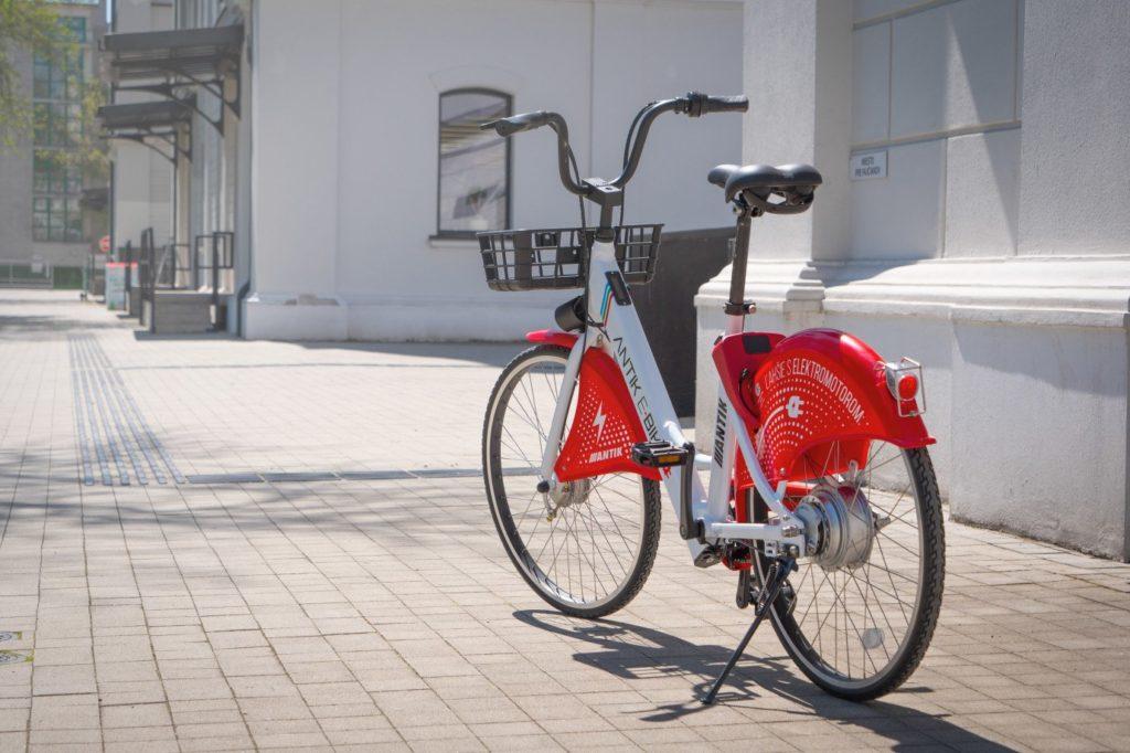 Elektrický bicykel Antik v plnej kráse.