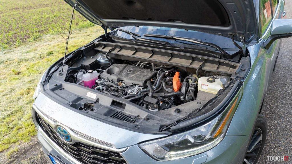 S týmto hybridným motorom je Highlander dynamické auto.