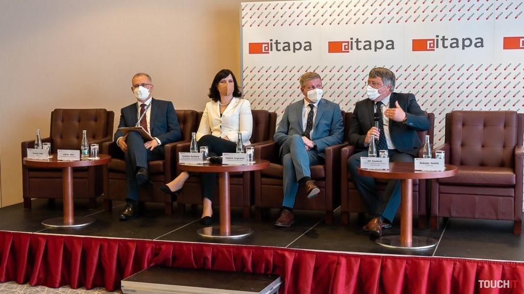 Panelová diskusia počas ITAPA 2021.