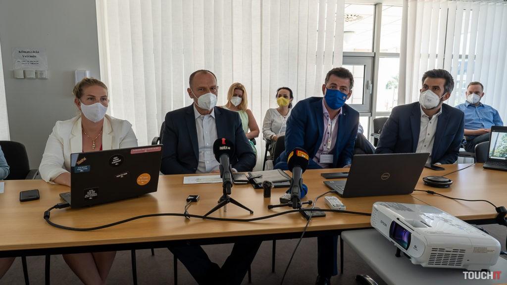 Na tlačovej konferencii boli zástupcovia Ministerstva zdravotníctva, NCZI a MIRRI. Zdroj: Ondrej Macko/TOUCHIT.sk