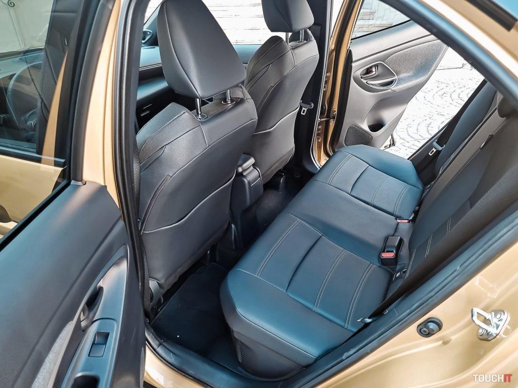 Priestor pre cestujúcich vzadu na Toyota Yaris Cross. Zdroj: Ondrej Macko/TOUCHIT.sk
