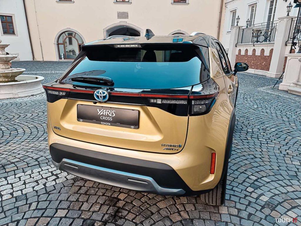 Toyota Yaris Cross s elektrickým otváraním dverí batožinového priestoru.