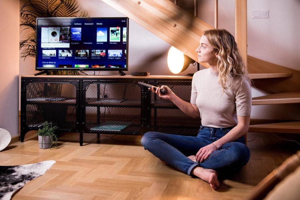 Aplikácie na sledovanie TV sa čoraz častejšie objavujú vponuke inteligentných televízorov. Najlepšiu podporu majú Samsung televízory azariadenia splatformou Android TV