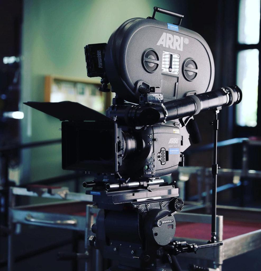 Profesionálna kamera Arricam ST. V hornej časti vidieť kotúčový zásobník na 35 mm film