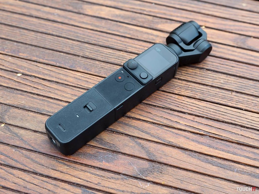DJI Pocket 2 s nasadeným Do-It-All modulom je stále vreckovo malá. Zdroj: Ondrej Macko/TOUCHIT.sk