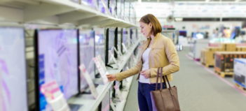 Výber monitora v obchode s elektronikou